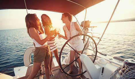 A nossa história começou assim, com uma fantástica festa a bordo para os nossos amigos. Sol, boa música, bar aberto e muita diversão. Hoje, os melhores bares, discotecas, restaurantes etc. proporcionam experiências diferenciadoras aos seus clientes a bordo das nossas embarcações.